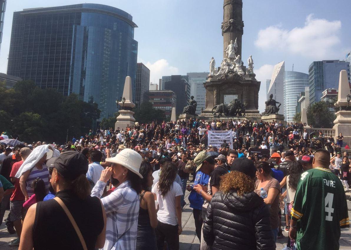 Marchan del Ángel al Zócalo contra cancelación de aeropuerto en Texcoco