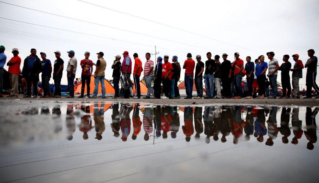 Integrantes de caravana migrante siguen su camino hacia Mexicali, Baja California