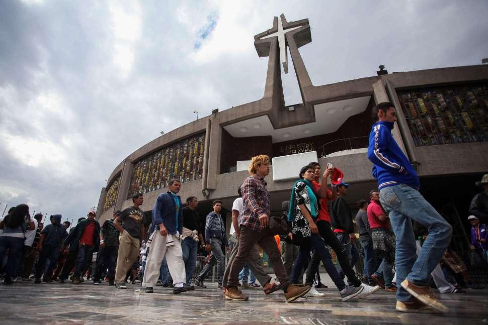Migrantes visitan la Basílica de Guadalupe, en la CDMX