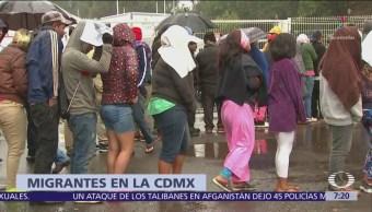 Migrantes de Honduras abordan Metro CDMX para salir de la ciudad