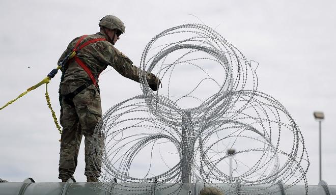 Militares refuerzan seguridad en Texas caravanas migrante