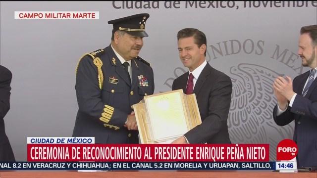 Militares hacen reconocimiento al presidente Enrique Peña Nieto