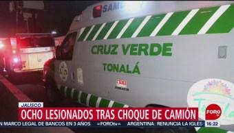 Ocho lesionados tras choque de camión en Jalisco