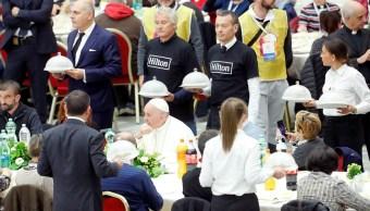 Papa Francisco almuerza con 1, 500 indigentes en el Vaticano