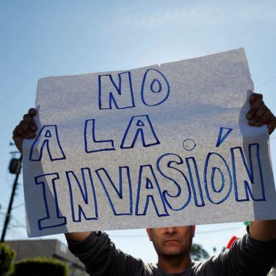Migrantes centroamericanos enfrentan apoyos y repudio en Tijuana
