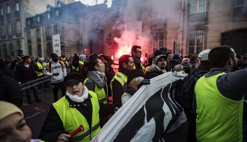 Francia: 227 heridos y 117 detenidos tras protestas contra gasolinazo
