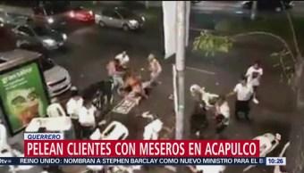 Pelean Clientes Con Meseros En Acapulco, Guerrero Meseros Y Clientes Pelea A Sillazos