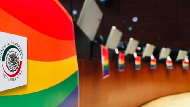Senado celebra seguridad social a parejas gay