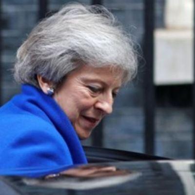 May ultima acuerdo de Brexit con consenso sobre frontera irlandesa