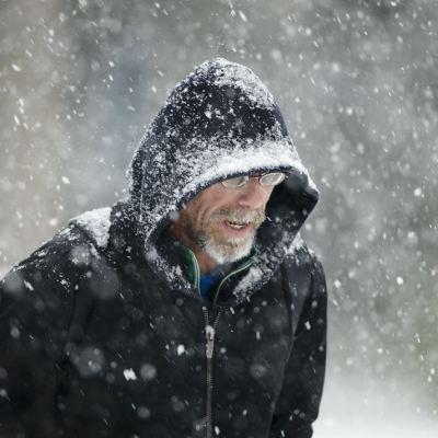 Cancelan casi 500 vuelos por tormenta de nieve en Estados Unidos