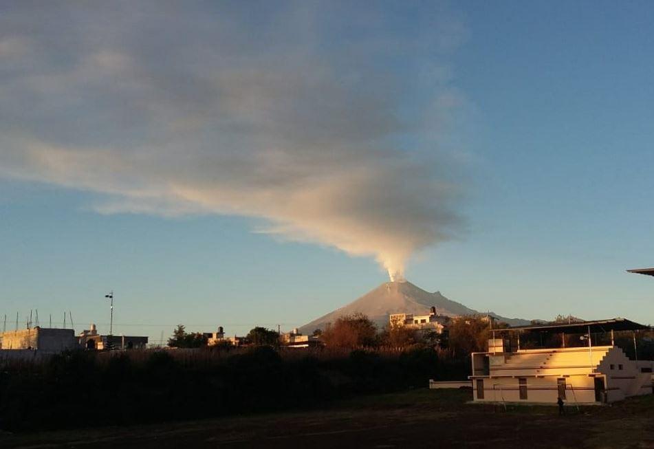 Volcán Popocatépetl emite 113 exhalaciones y ceniza