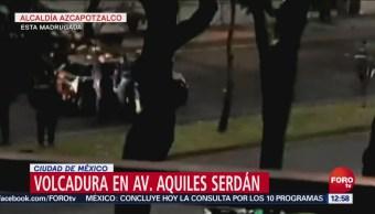 Vuelca un auto en la alcaldía Azcapotzalco, en CDMX