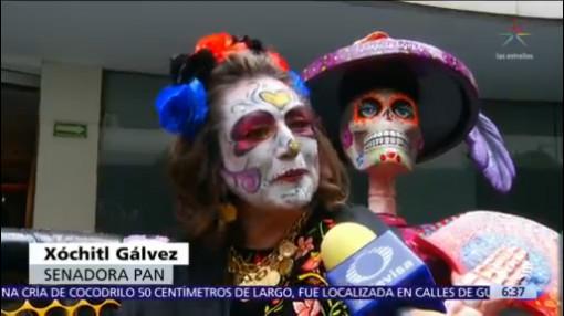 Xóchitl Gálvez llega al Senado caracterizada de 'catrina'