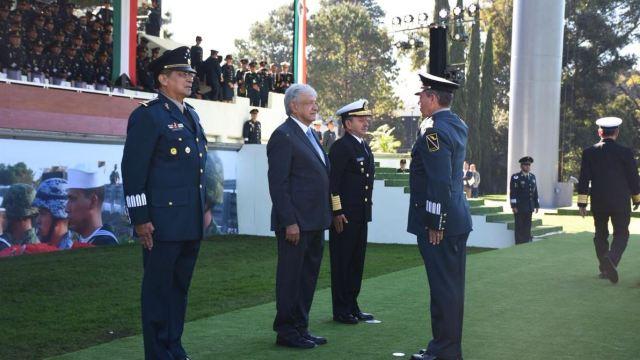 AMLO encabeza salutación a las Fuerzas Armadas