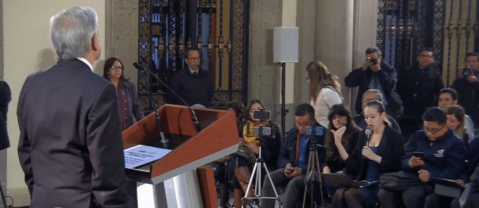 AMLO responde a perioditas durante rueda de prensa. (YouTube)