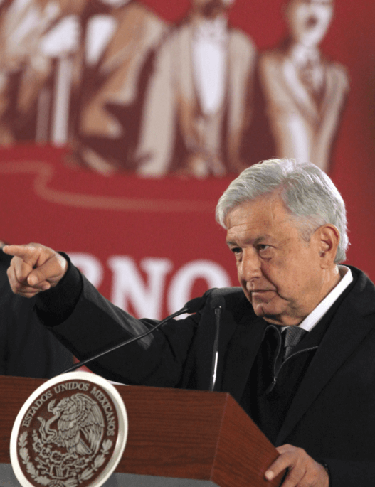 Andrés Manuel López Obrador habla con periodistas. (EFE)