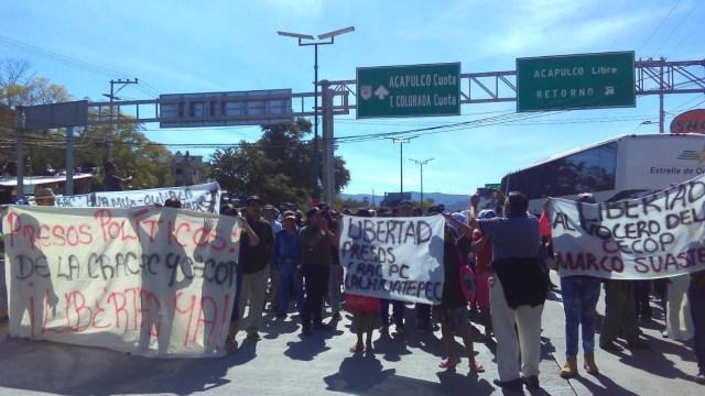 Manifestantes bloquean por dos horas la Autopista del Sol