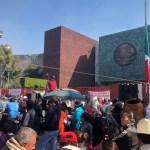 Campesinos vuelven a bloquear accesos a Cámara de Diputados; desquician tránsito