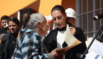 Claudia Sheinbaum entrega viviendas a afectados por sismo