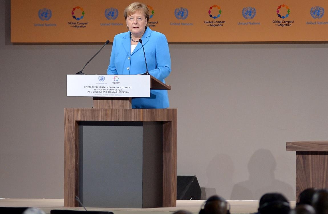 Merkel, ovacionada tras decir Europa necesita a migrantes