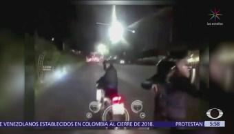 Delincuentes interceptan a motociclista y le roban celular en CDMX