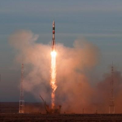 Rusia lanza el primer viaje tripulado a la EEI desde el accidente de un Soyuz