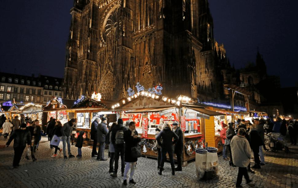 El mercado navideño de Estrasburgo fue reabierto al público. (EFE)