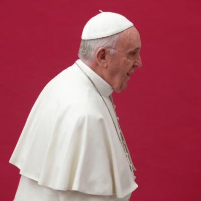 El papa remueve a dos de sus asesores por escándalos de abusos sexuales