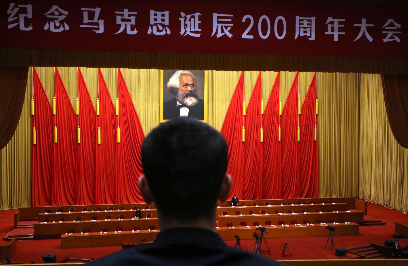 El parlamento chino durante la celebración del natalicio de Karl Marx en mayo de 2018 (AP Images)