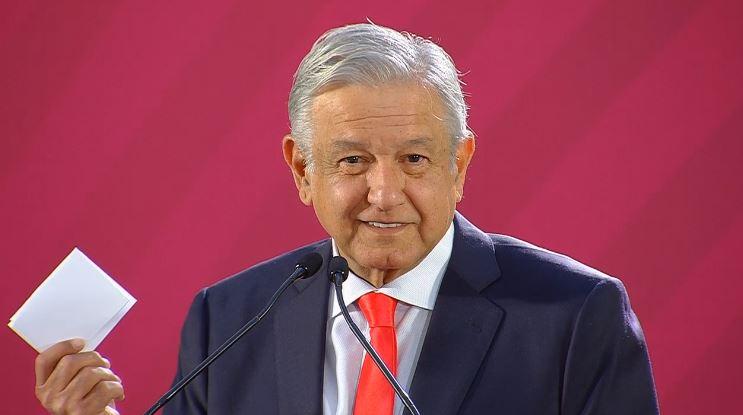 El presidente de México leyó un decreto de Benito Juárez
