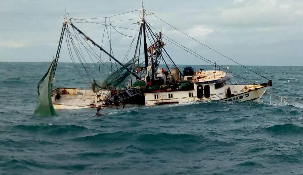 Marina rescata tripulantes embarcación Isla Mujeres