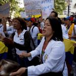 Enfermeras venezolanas denuncian despidos tras protestas