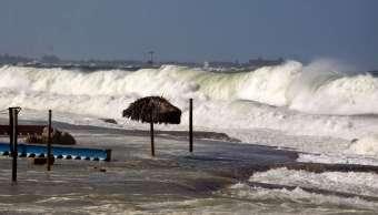 Cuba: Fuerte oleaje ocasiona inundaciones en zonas costeras