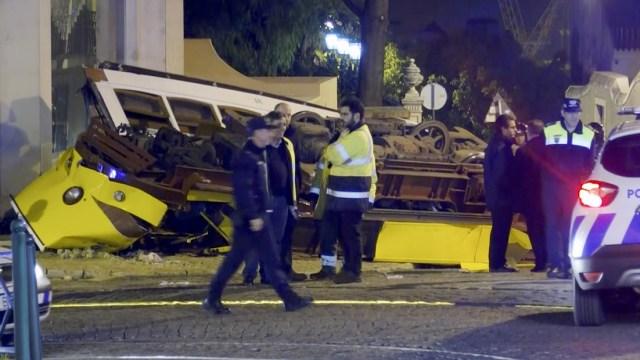 Descarrilamiento de tranvía deja 28 heridos en Portugal