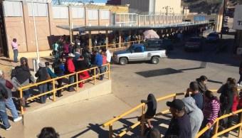 Mexicanos abarrotan garitas por compras de fin de año