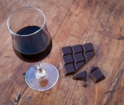 Chocolate y vino tinto, combinación perfecta para retrasar el envejecimiento