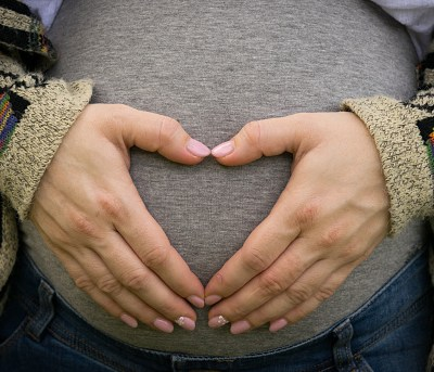 Niña de 14 da a luz en su tercer embarazo