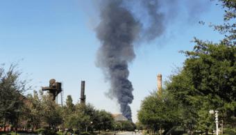 Incendio crea enorme columna de humo en Monterrey