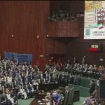 Diputados recuerdan a los 43 normalistas desaparecidos durante discurso de AMLO