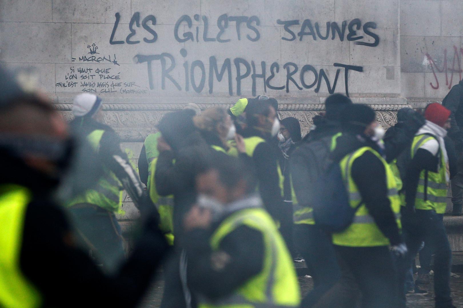 'Los chalecos verdes triunfarán', dice un graffiti que fue recurrentemente realizado en varios monumentos y edificios de la ciudad (Reuters)