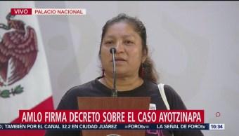 Madre de normalista de Ayotzinapa desaparecido pide a AMLO encontrarlo