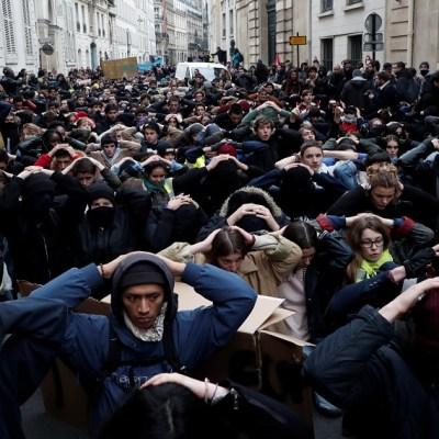 Continúan protestas de 'chalecos amarillos' en Francia a pesar de concesiones de Macron