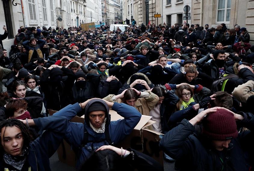 Macron: Continúan protestas de 'chalecos amarillos'