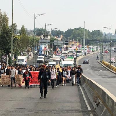Marchan estudiantes de Prepa 2 de la UNAM, tras rechazo de peticiones