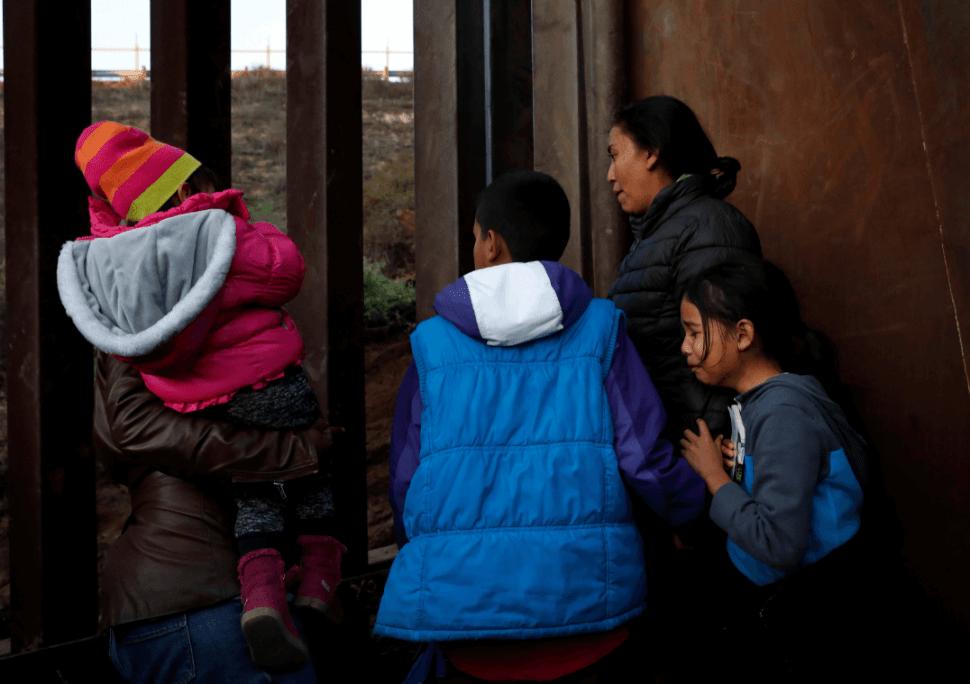 Migrantes centroamericanos en Tijuana, en la frontera con EU. (Reuters, archivo)