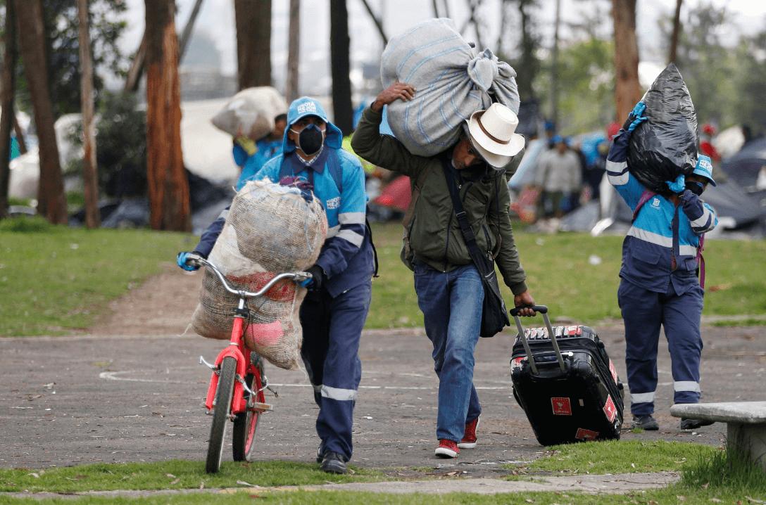 Migrantes venezolanos llegan a Colombia. (AP)