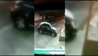Mujer se descuida y le roban carro dentro de casa en Tlalnepantla