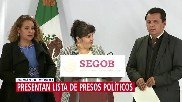 Nestora Salgado entrega lista de presos políticos