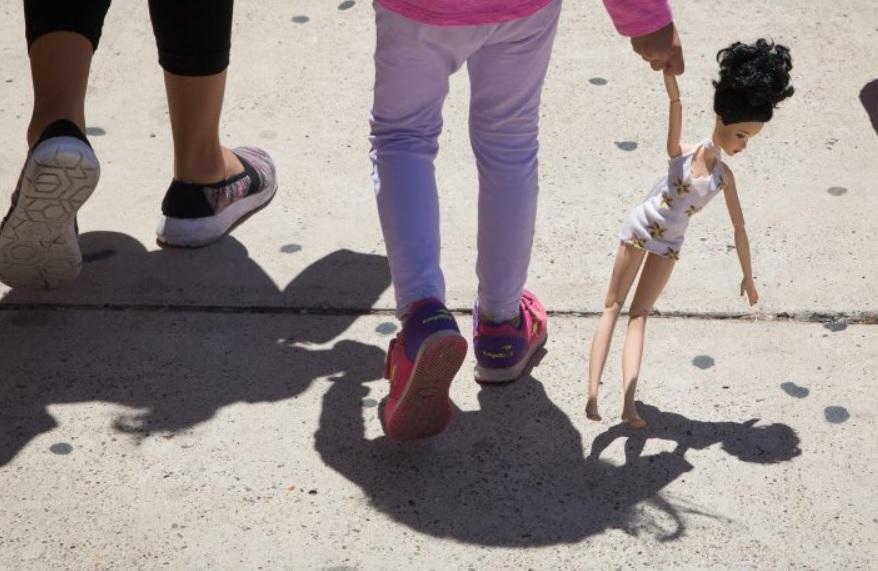 Muere niña migrante de Guatemala por deshidratación tras ser arrestada por la Patrulla Fronteriza de EU
