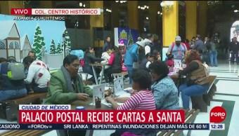 Niños envían su carta a Santa en el Palacio Postal